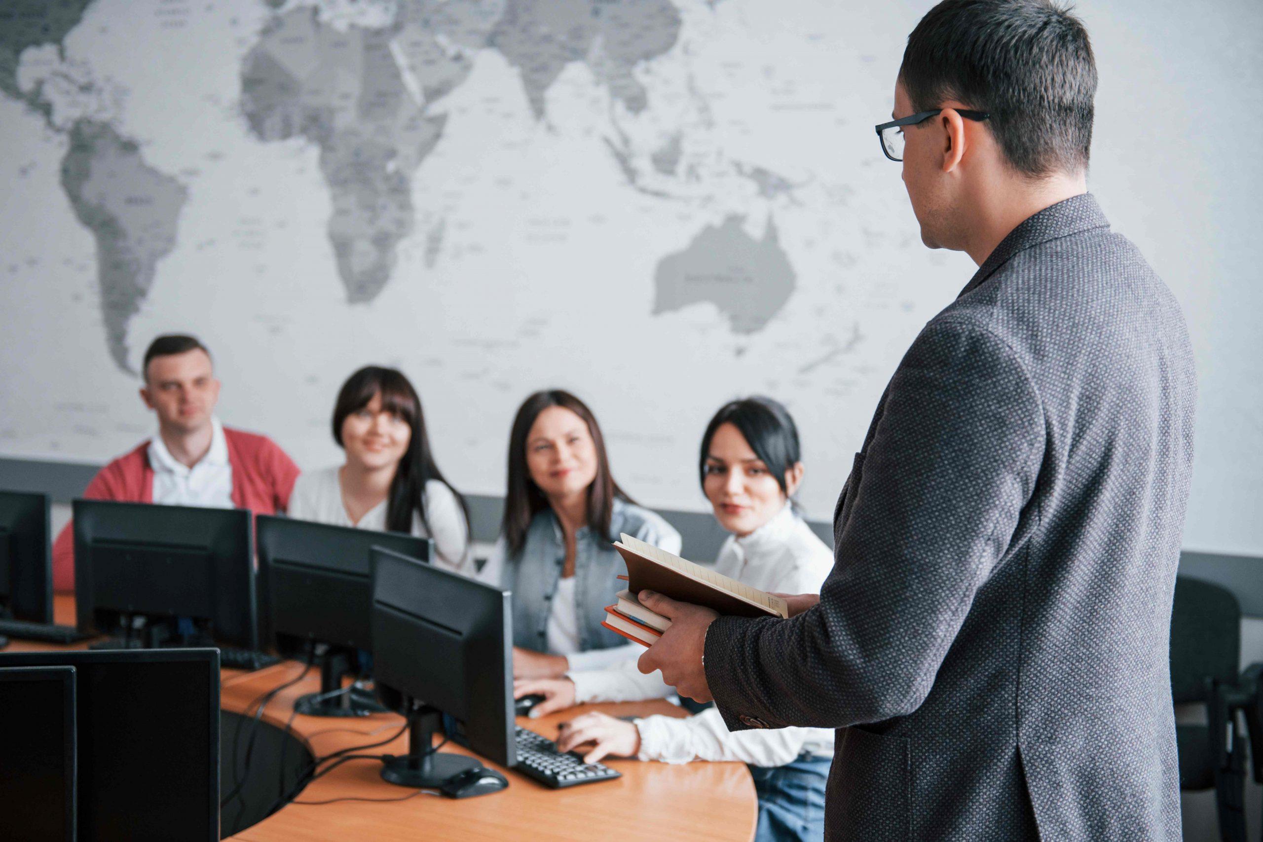 employés en réunion